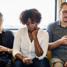 phubbing i forholdet kan være rigtig svært at komme til livs når begge parter i forholdet er glade for at bruge deres mobil